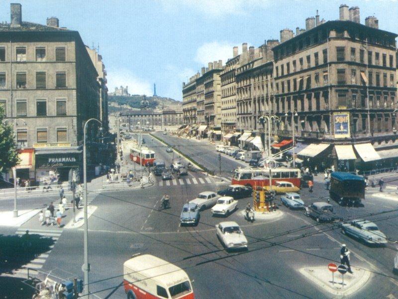Photo de Lyon Happy Days Années 50 avec publicité SOIF