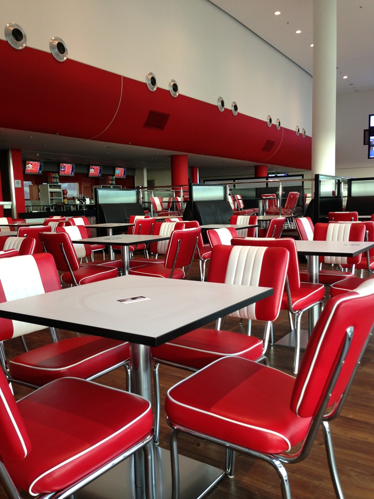 Tables diner américain dans un restaurant au stade Wembley