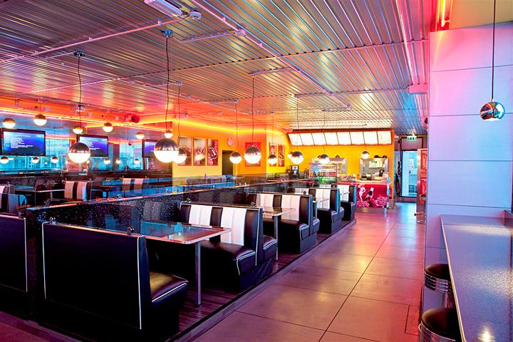 meubles annees 50 diner americain restaurant Helsinki