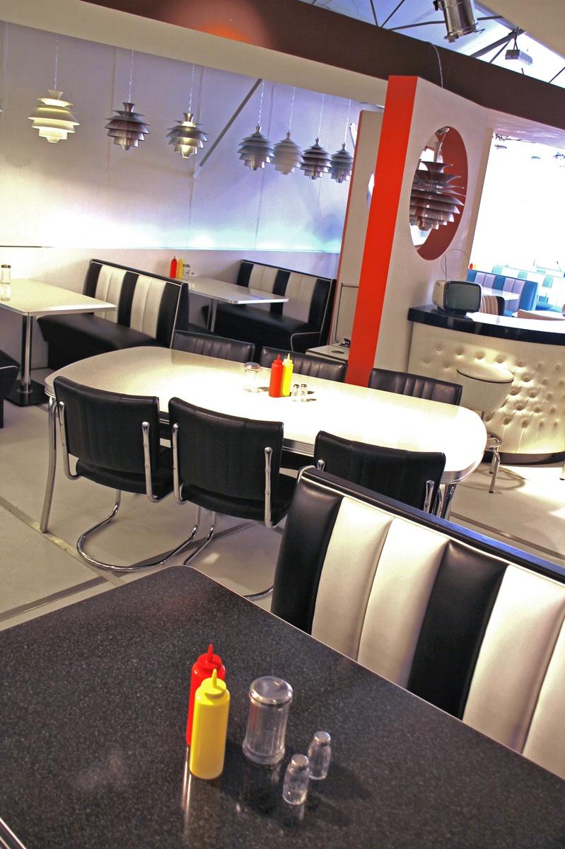 Intérieur de restaurant années 50 noir-blanc